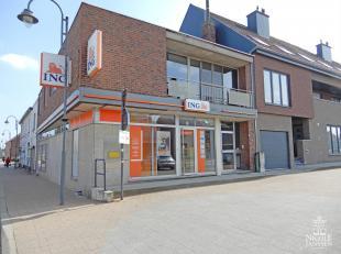Dit handelspand is momenteel nog het ING-bankkantoor van Neeroeteren. Deze ruimte is momenteel dan ook ingericht met verschillende burelen, open loket