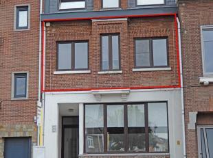 Dit mooi vernieuwd appartement met één slaapkamer is gelegen op wandelafstand van het centrum. Uw fiets parkeert u veilig in de kelder d