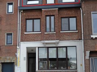 Dit mooi verzorgd duplex-appartement met gezellig terras is gelegen op wandelafstand van het centrum. Uw fiets parkeert u veilig in de kelder, die toe