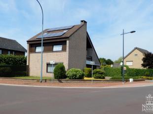 Deze woning met strakke vormgeving is altijd super onderhouden geweest en is met zijn praktische indeling, mooie tuin en inpandige garage dé ge