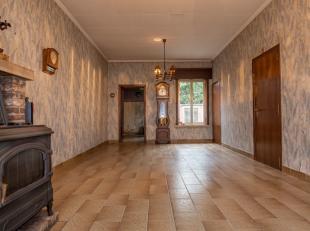 Deze centraal gelegen woning met veel potentieel is zeker uw bezoek waard. Mits renovatie kan dit voor u een perfecte gezinswoning betekenen.De woonst