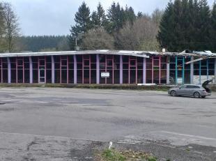 BASTOGNE sur la N4 bel ensemble idéalement situé le long de la N4, ancienne discothèque/restaurant avec grand parking (60 ares),