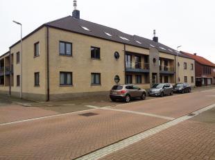 Zeer rustig gelegen dakappartement in het Centrum van Voorshoven (deelgemeente van Maaseik) -- Kleuter en lagere school op 100 m -- openbaar vervoer,