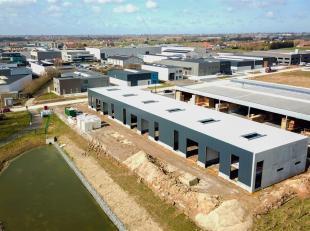 De ligging in de Nijverheidslaan is ideaal voor bedrijven actief in Zuid-West-Vlaanderen. Kortrijk, Wevelgem en Menen zijn vlakbij. Net als Roeselare.