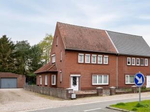 Deze goed onderhouden gezinswoning is gelegen op een perceel van 13a40ca in een rustige, groene omgeving. Het dak en de muren werden reeds geïsol