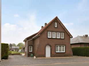 Deze gezinswoning is gelegen op een perceel van 14are in een rustige, groene omgeving nabij het dorpscentrum van Neeroeteren!<br /> Indeling:<br /> Ge