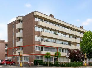 Dit ruim appartement is gelegen op een steenworp van het centrum van Maaseik, het beschikt over 3 slaapkamers, aparte bergruimte,  een fraai terras, 3