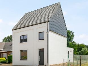 Deze statige, karaktervolle woning werd met hoogwaardige materialen en oog voor detail volledig gerenoveerd! De woning beschikt over 3 ruime slaapkame