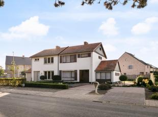 Deze zeer goed onderhouden gezinswoning is gelegen op een perceel van 5a99ca in het centrum van Neeroeteren in de nabijheid van winkels en scholen!<br