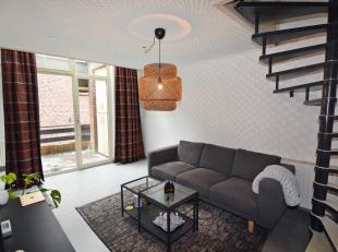 APPARTEMENT :<br /> - VERDIEPING 1 : Inkomhal met vestiaire-nis, woonkamer (4,90 x 3,20 m) met trap naar de verdieping, open keuken (3,20 x 3,30 m) vo