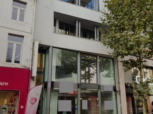 Zeer mooi handelspand te huur in de hoofdwinkelstraat, Koning Albertstraat 31, Hasselt. Door zijn totale oppervlakte van 527m² zijn er hier ontze