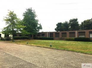 Kantorencomplex met zichtlocatie gelegen langsheen de E313, vlakbij het Klaverblad ende opritten Beringen en Tessenderlo. Zeer goede ligging, ideale u