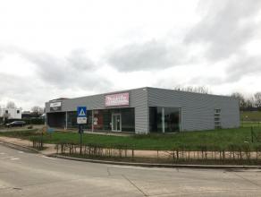 Bedrijfsgebouw met uitstraling gelegen op het industrieterrein de 'Oude Bunders' in Maasmechelen, op 500m² van de E314. Dit gebouw bestaat uit ee