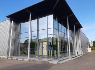 Zeer goed gelegen bedrijfsgebouw te Lummen, vlakbij het Klaverblad (goede verbinding met E313- E314). Dit gebouw bestaat uit een magazijn/atelier van