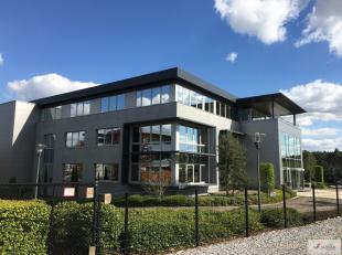 Stijlvol kantorencomplex met prachtig open ruimtes gelegen aan afrit 26 (Lummen), Het centrum van Limburg naar alle invalswegen!<br /> Enkele zeer moo