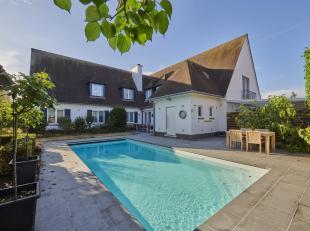 RUIME VILLA MET PRAKTIJK/BUREELRUIMTE EN VERWARMD ZWEMBAD. Deze ruime villa met buitenzwembad is terug te vinden in eenmooie buurt nabij het centrum v