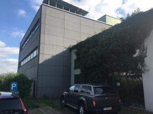 Bedrijfsgebouw gelegen op het industrieterrein van Heusden-Zolder, in het hart van Limburg, vlakbij de E314. Dit gebouw bestaat momenteel uit een kant