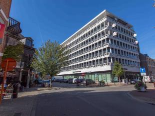 Het iconische gebouw van BNP Paribas Fortis aan de kleine ring krijgt een tweede adem. De bovenste drie verdiepingen worden tot 12 luxueuze appartemen