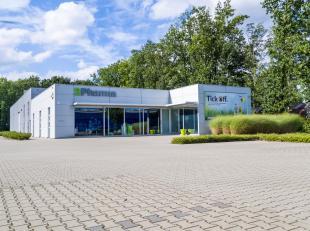 Zeer mooi semi-industrieel gebouw gelegen op het industrieterrein Genk-Noord (op slechts één km van afrit 30 van de E314), met directe v