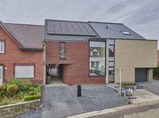 Deze moderne nieuwbouw woning(2017) op 5a10ca bevindt zich op een steenworp van het centrumvan Wellen en Alken. Ook heeft deze woning een vlotte aansl