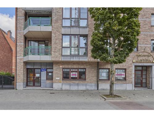 Kantoorgebouw te huur in Genk, € 2.955