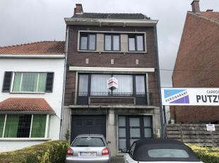 Ruime woning met tuin te huur in Hasselt.<br /> De woning bevindt zich tussen de grote en de kleine ring, op enkele minuten wandelen van de stad.<br /