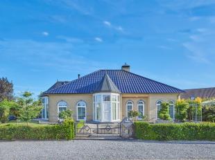 Op de Heikantweg 2 te Neeroeteren vinden we deze prachtige vrijstaande villa terug op een oppervlakte van 917 m². Deze mooie woning geniet van ze