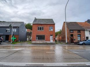 Te renoveren woning op toplocatie, met achterliggend gelegen bedrijfsvastgoed en garageboxen.<br /> <br /> Dagelijks heeft deze woning zeer veel passa