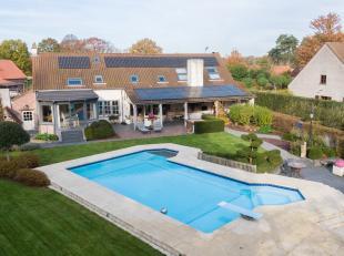 Deze prachtige villa met zwembad heeft ongelofelijk veel mogelijkheden! De woonst is bijvoorbeeld ideaal als kangoeroe- of ééngezinswoni