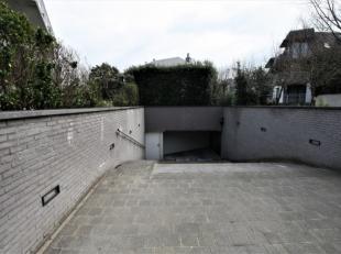 Garagebox in ondergronds garagecomplex: 2,7 m x 5,4 m    , ligging dicht bij zee. Stopcontact en licht aanwezig in de garagebox