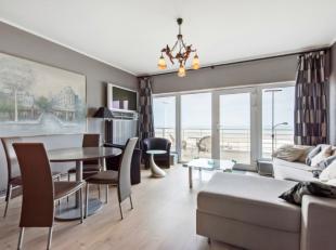 Dit prachtig gelegen appartement omvat een inkomhal, leefruimte met zicht op zee en groot terras, vernieuwde keuken, 2 slaapkamers en badkamer met ham