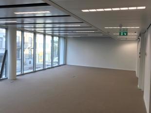 Deze vernieuwde kantoorruimten zijn gelegen langsheen de Generaal Lemanstraat, één van de belangrijkste invalswegen van Antwerpen. Uitst