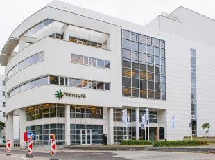 """Iconisch gebouw gelegen nabij het """"Eilandje"""" te Antwerpen. <br /> Vlotte bereikbaarheid met de wagen alsook het openbaar vervoer, op 20 m van het gebo"""