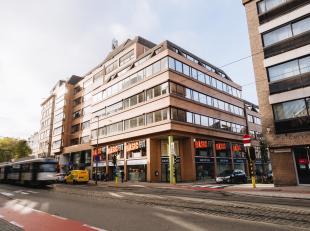 Modern en licht kantoor gelegen nabij de ring van Antwerpen. <br /> De centrale inkom werd recent gerenoveerd, mogelijkheid tot kantoren op maat.