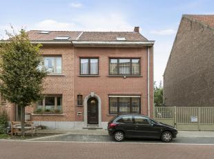 """Deze halfopen bebouwing is gelegen vlakbij """"het Vrijbroekpark"""" van Mechelen en geniet een uitstekende locatie met openbaar vervoer, de autostrade en h"""