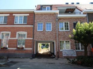 Prachtig nieuwbouw appartement in het centrum van Schilde met lift en terras !!Het appartement zelf is gelegen op de eerste verdieping van dit kleine,