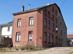 Maison familiale très spacieuse avec 6 chambres, juste à l'extérieur du village de Vielsalm, appelé Rencheux. Cette maison