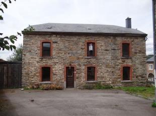 Cette maison confortable typique des Ardennes est située à Ville-Du-Bois, une partie de Vielsalm. Cette ancienne maison de la fin du 18&