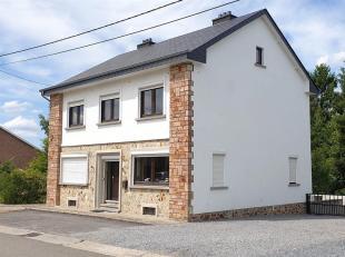 Cette maison familiale partiellement rénovée est située à Neuville, commune de  Vielsalm. Cette maison 4 façades co