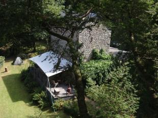 Cette maison confortable se situe dans le vert des Ardennes, juste à l'extérieur du centre-ville de Vielsalm. Cette maison a ét&e