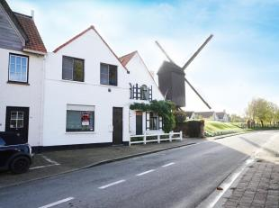 """Idyllisch gelegen nabij de """"Kalfmolen"""" vlak bij de Zoute Golfclub en het centrum van Knokke bevindt zich deze te renoveren rijwoning op een perceel va"""