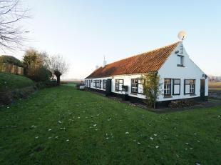 Unieke ligging op één van de meest gewilde plekjes van Knokke voor deze fermette op een perceel van ca. 1800 m² eigen grond. De lig