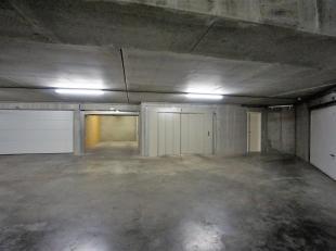 Goed gelegen garagebox in de directe omgeving van het Driehoeksplein, de Kustlaan en de Zeedijk.<br /> Gemakkelijk toegankelijk via autolift , de box