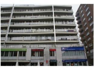 Gelegen in het centrum van Genk. Alles op wandelafstand. Heel net appartement met een slaapkamer. Ingerichte keuken en mooie living met terras. Badkam