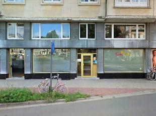Deze ruime commerciële ruimte is gelegen in 2018 Antwerpen vlak aan het Albertpark, het nieuwe provinciehuis, de De Koninck-site, De Singel,…op e