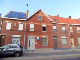 InIn de Kattestraat, nabij het centrum van Kuurne, is deze woning terug te vinden. Voldoende parkeerplaats voor de woning als ook een eigen garage met