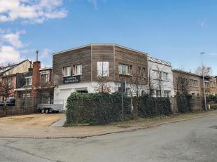 Ben je op zoek naar een instapklare, ruime woning met 4 slaapkamers en tuin in het centrum van Sint-Niklaas? Dan is deze woning zeker een bezoek waard
