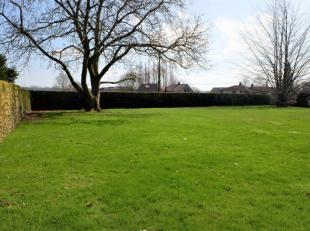 Spacieuse maison de caractère d'environ 415 m² habitables avec jardin, bureaux et appartement indépendants, beau jardin idéa