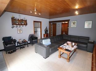 Voor een bezoek of meer info bel 054/69.39.36<br /> In het centrum van Ninove bevindt zich dit interessante twee slaapkamer appartement. Scholen, wink