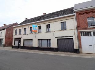 Voor een bezoek of meer info bel 054/69.39.35 - Op een uitstekende ligging in Aspelare (Ninove) bevindt zich deze te riante te renoveren woning op en